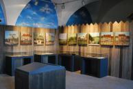 Prosklené vitríny s osobními předměty a listinami sboru místních ostrostřelců