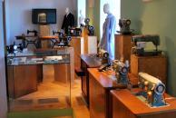 Průmyslové a poválečné šicí stroje Lada